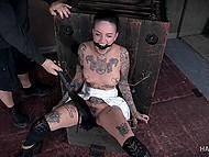 Мастер ласкает вибратором киску рабыни, которая связана в самых причудливых положениях