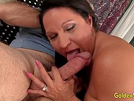 Mature woman knows how to work with her mouth and spread legs to make man fuck her without stopping 4