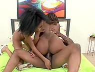 Две чернокожие подружки пришли в студию ради группового веселья с кавалером