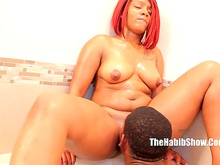 Dude gave awesome cunnilingus then took black redhead from behind in bathtub