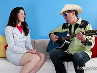Old country star came to sign a contract and cum on hot brunette's face after a good fuck