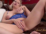Curvy MILF in blue lingerie licks her toes before touching own dripping pussy 10