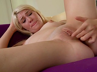 Small-waisted blonde brought herself indescribable pleasure on purple sofa