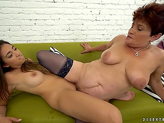 Sexy granny shows young beauty the secrets of woman's body with her tongue
