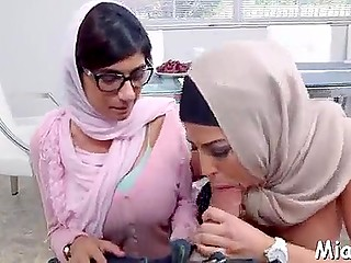 Arab stepmom supervises Mia Khalifa to be in hijab even when sucks boyfriend's weapon