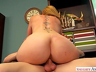 Mature woman lures her colleague with big tits and spreads legs for hard penetration 8