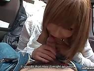 Молодая японская бесстыдница наминечивает член оператора в салоне его фургона