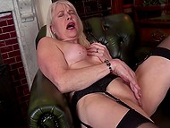 Woman in years comes to fulfill her dirty sexual desires and stimulate clitoris as well 10