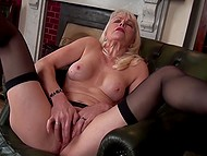 Woman in years comes to fulfill her dirty sexual desires and stimulate clitoris as well