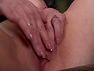 Woman in years comes to fulfill her dirty sexual desires and stimulate clitoris as well 9