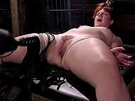 Пухлая девушка соглашается принять участие в сексуальном эксперименте с похотливым парнем