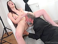 Old photographer seduces a young beauty to fuck her sweet peach in time of session
