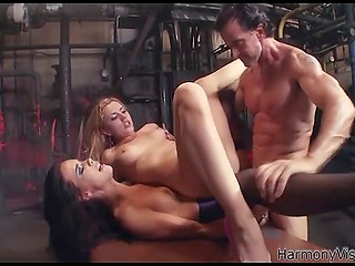 Grown man brutally fucks two bitches and makes them receive unreal sensations