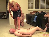 Imperious Italian cougar Alura Jenson punishes her submissive lovers after sucking cock 4