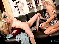 One of blondes wanted to have really good day, so she gave cunnilingus to girlfriend 9