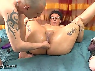 Mature French woman is ready for anything to make her juicy hole squirting