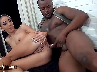 Black prince met white beauty in the street of France and royally fucked her