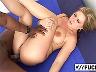 Avy Scott's appearing always makes spectators happy, especially when she gets blacked 5