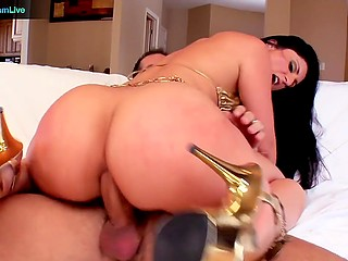 Brunette babe with great pleasure rubs pussy against man's nose and rides his huge cock