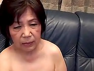 Old Chinese woman didn't forget her best cocksucking technique and made younger guy happy 4