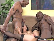 Hot MILF meets two black guys and they make wonderful show with double penetration