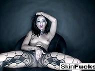 Ebony MILF Skin Diamond rubs pussy through fishnet pantyhose and plays with beads in bathtub 6
