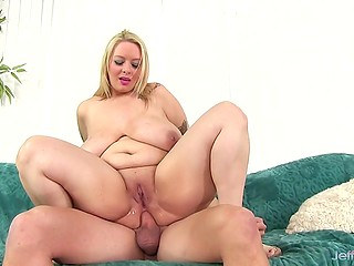 Tempting BBW with multi-colored tattoos doesn't mind to have anal sex with experienced partner