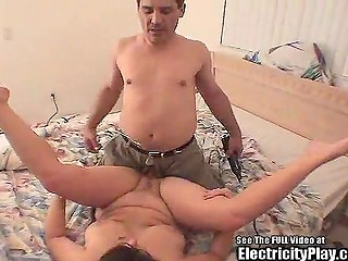 Man warms amateur chubby brunette before starting to fuck her with electrified cock