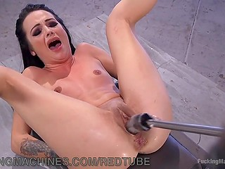 Skinny stripper feels boring in absence of clients and lets fucking machine screw her pussy