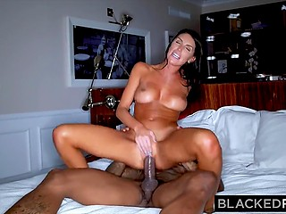 Cheerful August Ames meets Ebony athlete at party and does it with him in hotel room