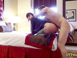 Walk in frosty air cheers man up and he hurries to penetrate curvaceous MILF's pussy