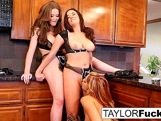 Adventurous Taylor Vixen learns to bake cupcakes and lick pussies in company of elegant girlfriends