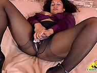 Mature woman from Latin America has free time and she decides to masturbate pussy