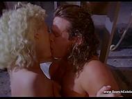 Эротические сцены из ретро фильма 'Слияние двух лун' с обворожительной Sherilyn Fenn 10