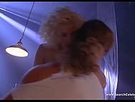 Эротические сцены из ретро фильма 'Слияние двух лун' с обворожительной Sherilyn Fenn 9