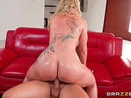 Jeans can't keep such a huge butt of golden-haired pornstar and tear, so guy reaches her juicy vagina 11
