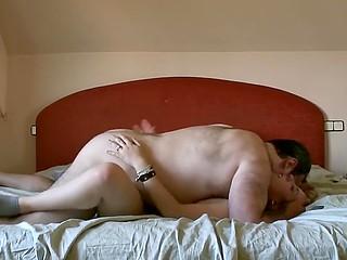 Зрелый извращенец подцепил легкомысленную испаночку на улице и предложил ей секс на камеру