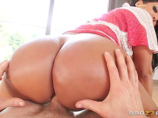 Amazing ass of glamorous pornstar didn't give man a chance and made him fuck its owner