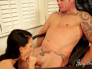 Brunette MILF and man had date yesterday but next day he brought food to her office and fucked