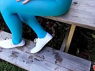 Молодая женщина в синих колготках согласилась удовлетворить похоть парня ротиком 5