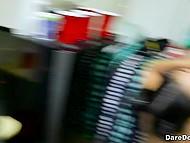 Азиатская девка наяривает член на рождественской вечеринке, а её подруги лижут тем временем киски 4