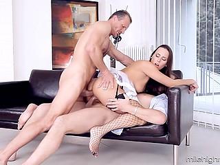 Бизнесмены пристают к горничной, а она и не против переспать сразу с двумя влиятельными джентльменами