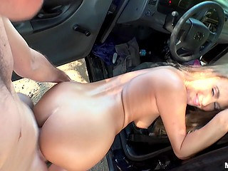 Tanned chick Jill Kassidy sucks and rides driver's manhood to reward him for lift