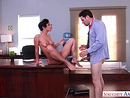Raunchy doctor needs to lick and fuck Jada Stevens' pussy for right diagnosis 11