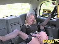 Euros are not good for taxi driver and attractive passenger pays him by sex 7