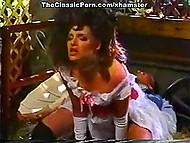 Заманить галантную даму на сеновал, отлизать мохнатку и трахнуть как следует - отличный сюжет для ретро видео