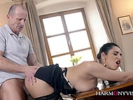 Wife finally leaves on business and now male can throw a leg to his hypnotizing housemaid