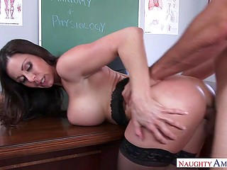 Well-rounded anatomy teacher Kendra Lust has practical lesson with talented student