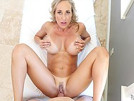 Voluptuous MILF Brandi Love is used to visit young masseur for practicing sex in parlor 4