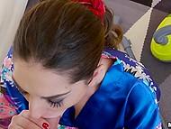 Испанская горничная с красными трусиками вместо резинки для волос выключает пылесос и сосёт член мужика 7